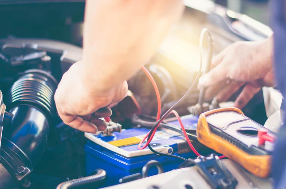 Ładowanie akumulatora prostownikiem krok po kroku