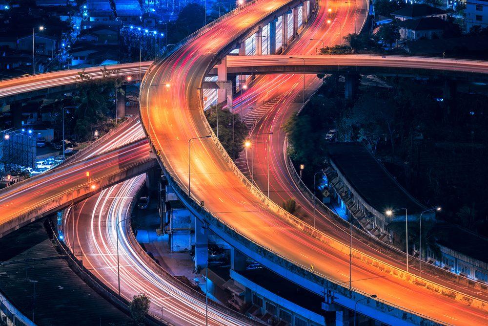 Jazda po autostradzie – bezpieczeństwo i ekonomia | Autofakty.pl
