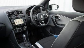 samochód z kierownicą po prawej stronie (fot. VW)